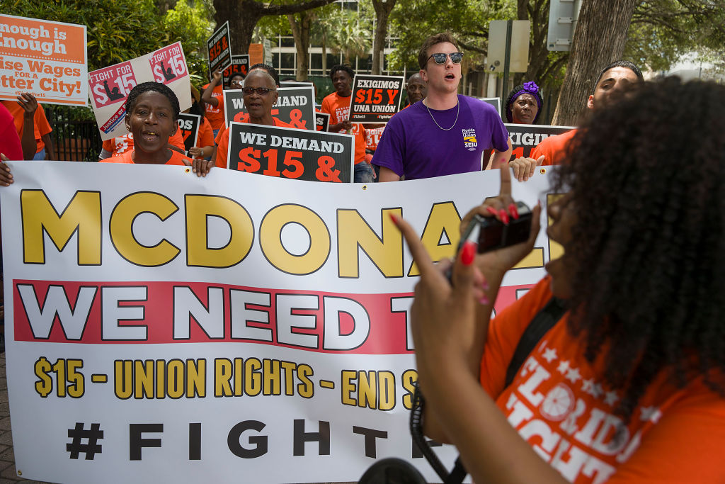 Report: $15-an-hour minimum wage would reduce poverty, cut jobs
